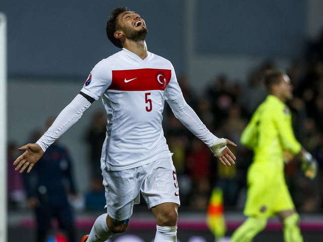 hakan-calhanoglu-turkey-czech-republic_3362114